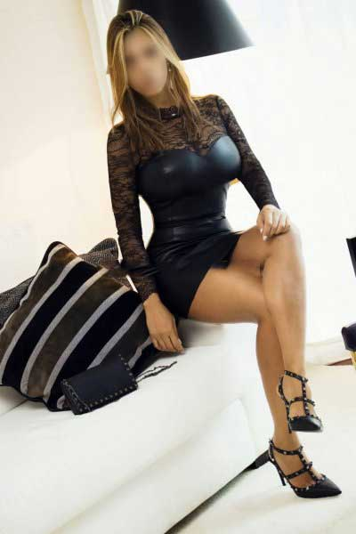 Eloise escort girl Paris